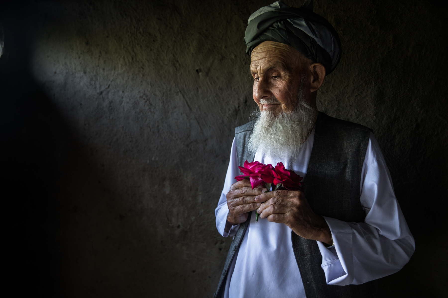 Mahmood Anand is 85 years old, he lives in Parwan Province. His favorite flower is the red rose. The scent of flowers soothes him and gives him a feeling of well-being.
