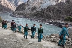 Ecoliers le long de l'Indus